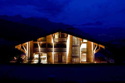 Callender Howorth_Chalet Solais_Outside night_03