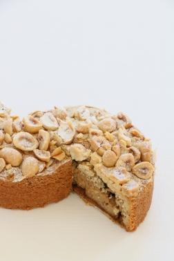 Tea time - Hazelnut cake to share cut